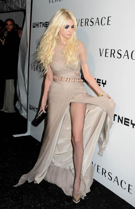Taylor Momsen Whitney Museum Gala Gorgeous Fashionmag Us