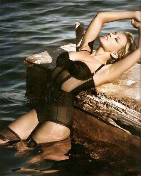 http://fashionmag.us/wp-content/uploads/2010/01/kylie-minogue-spanish-vogue-2.jpg